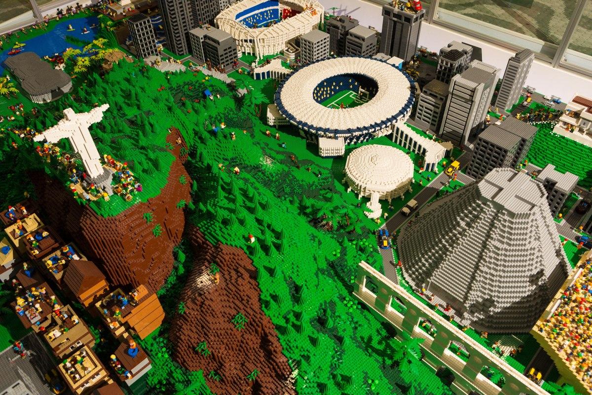 LEGO® doa ao Rio de Janeiro a maquete feita com 947 mil peças da marca em cerimônia solene
